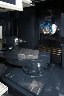 加工室内-高精密CNC工具研削盤AGE30